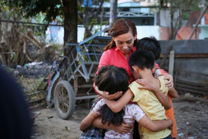 Phi Nhung với tâm nguyện xây trường cho những đứa trẻ bị bỏ rơi - Ảnh 2.