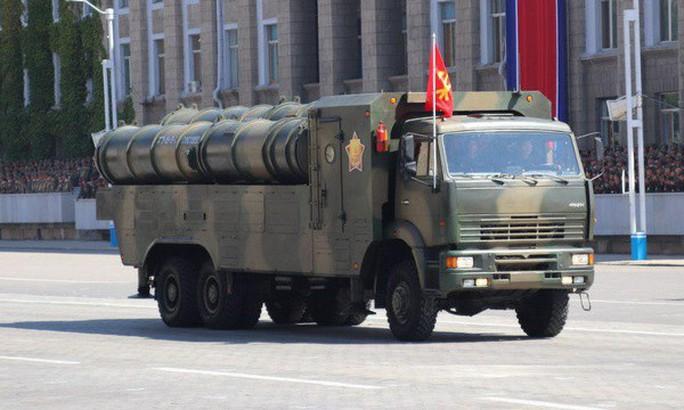 Triều Tiên nhịn khoe ICBM tại lễ diễu binh mừng quốc khánh - Ảnh 4.