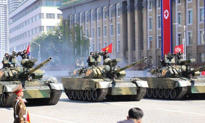 Triều Tiên nhịn khoe ICBM tại lễ diễu binh mừng quốc khánh - Ảnh 7.