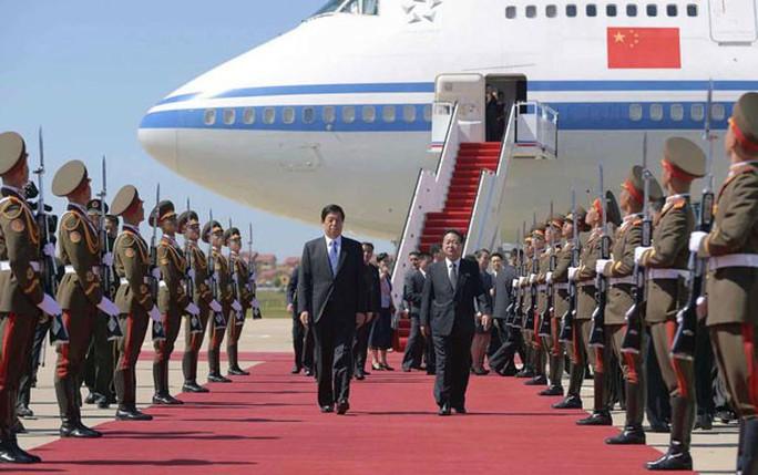 Triều Tiên nhịn khoe ICBM tại lễ diễu binh mừng quốc khánh - Ảnh 8.