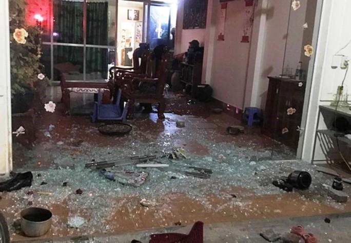 2 nhóm thanh niên nổ súng bắn nhau, 2 người bị thương - Ảnh 2.