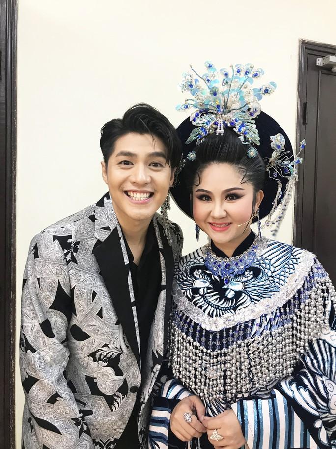 Noo Phước Thịnh mê đắm Câu thơ yên ngựa trên sân khấu Mai Vàng - Ảnh 1.
