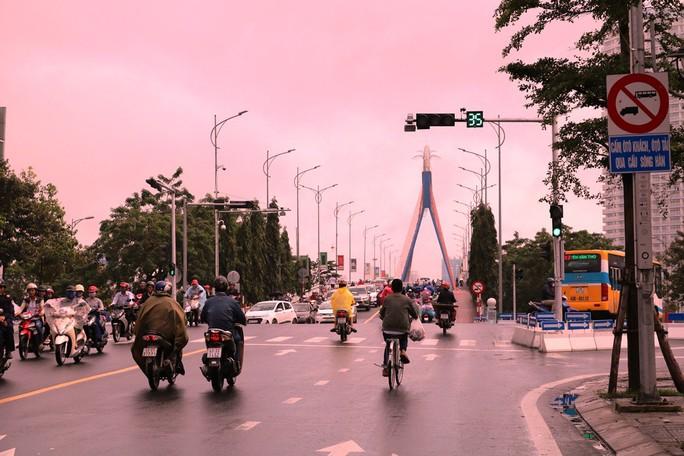 Cấm rẽ trái từ Trần Phú qua cầu sông Hàn trong giờ cao điểm - Ảnh 1.