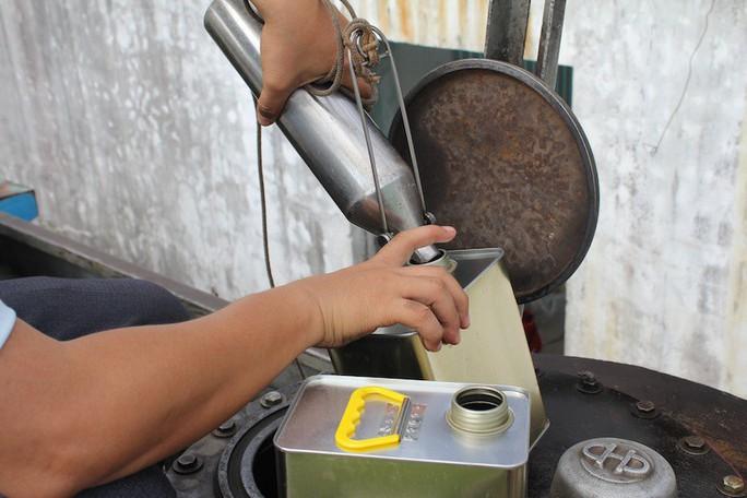 Phát hiện DN trữ hàng ngàn lít xăng, dầu không rõ nguồn gốc - Ảnh 2.