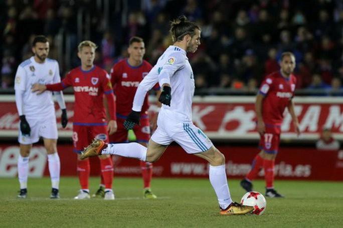 Trọng tài tặng phạt đền, Real Madrid đại náo Numancia - Ảnh 2.