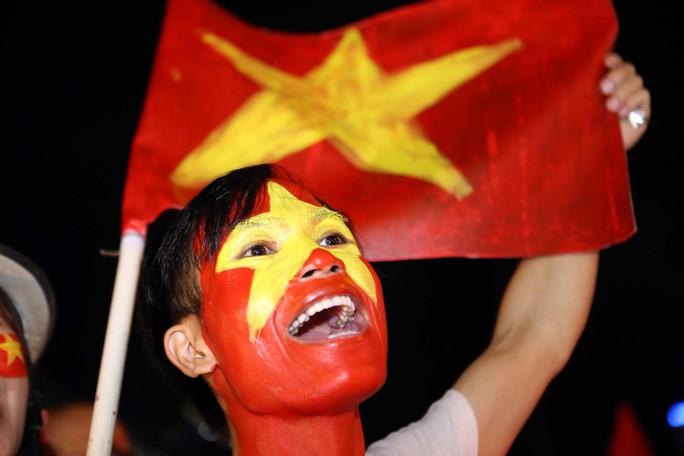 Cả Sài Gòn rực đỏ mừng U23 Việt Nam và HLV Park Hang Seo - Ảnh 22.