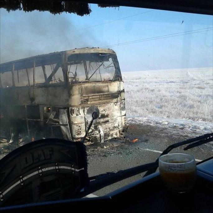 Cháy xe buýt, 52 người thiệt mạng - Ảnh 1.