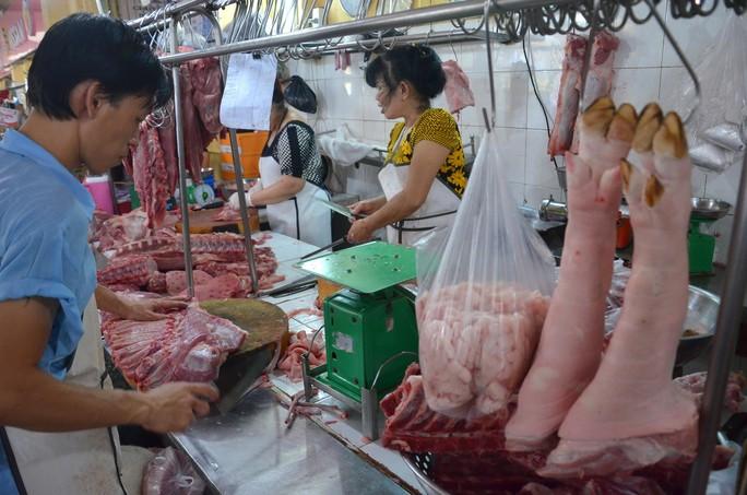 Chợ Bến Thành sẽ bán thịt heo sạch - Ảnh 1.