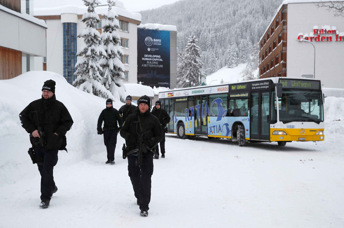 Davos nóng hầm hập - Ảnh 1.