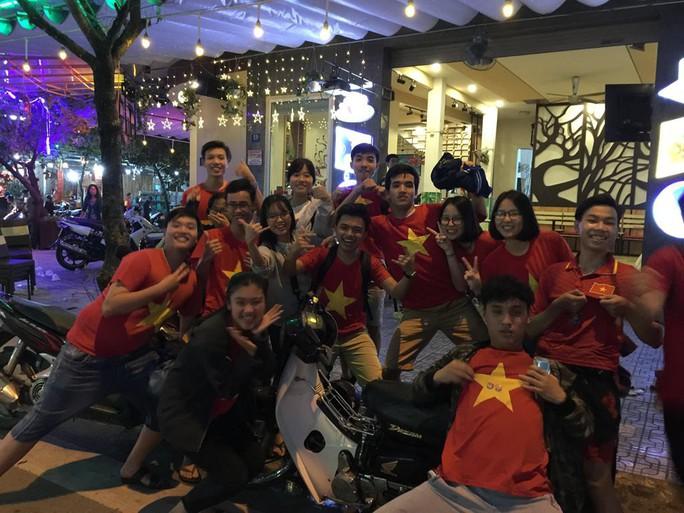 Muôn vạn cảm xúc trước chiến thắng của U23 Việt Nam - Ảnh 24.
