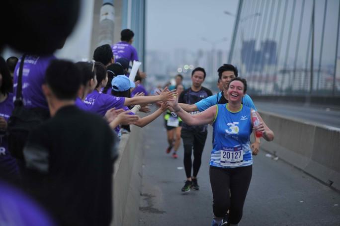 Choáng ngợp với 8.000 VĐV ở Giải Marathon TP HCM 2018 - Ảnh 7.