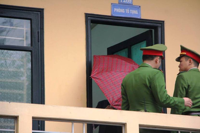 Tòa xử ông Đinh La Thăng và đồng phạm: Thẩm vấn bị cáo Vũ Đức Thuận - Ảnh 1.