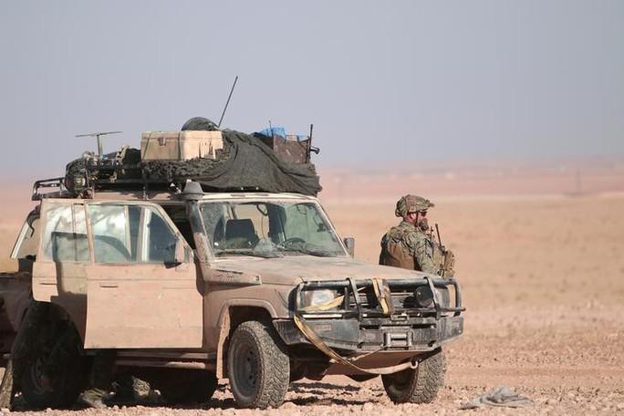 Mỹ bí mật chuyển tên lửa đất đối không cho người Kurd ở Syria - Ảnh 1.