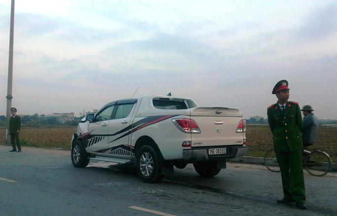 Xe bán tải tông chết 2 nữ sinh, điên loạn bỏ chạy gây tai nạn liên hoàn - Ảnh 1.
