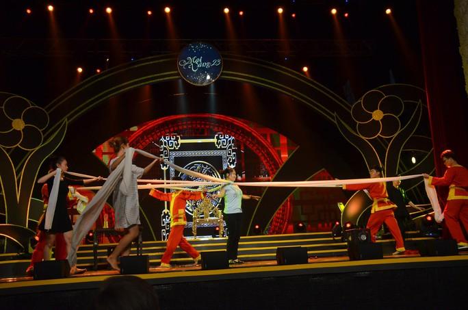 Trước giờ G trao Giải Mai Vàng: Nghệ sĩ sôi động diễn tập  - Ảnh 7.