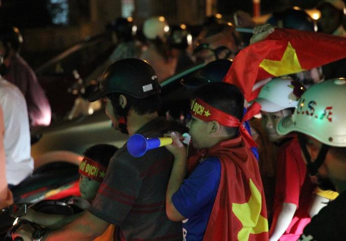 Muôn vạn cảm xúc trước chiến thắng của U23 Việt Nam - Ảnh 39.