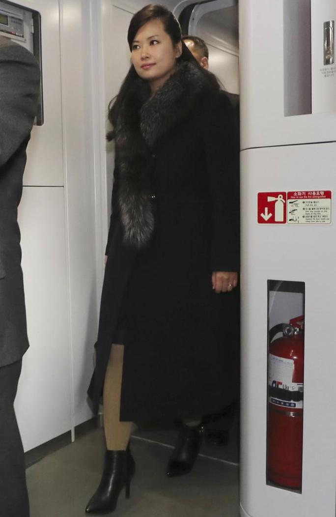 Cô gái trên yên chiến mã Triều Tiên gây sốt tại Hàn Quốc - Ảnh 3.