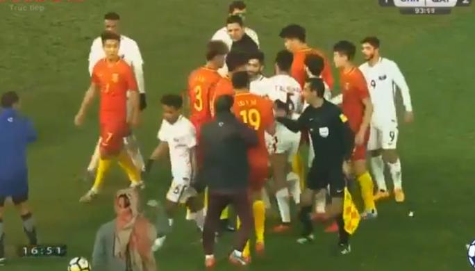 U23 Trung Quốc bị loại, còn dọa đánh Qatar và trọng tài - Ảnh 2.