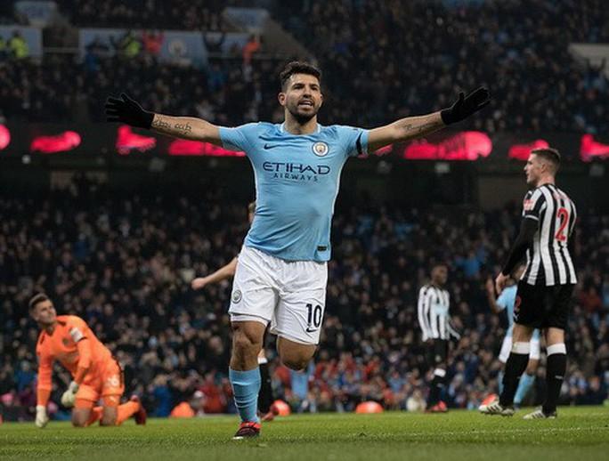 Nhấn chìm Newcastle, Man City thách thức sân cỏ Anh - Ảnh 3.