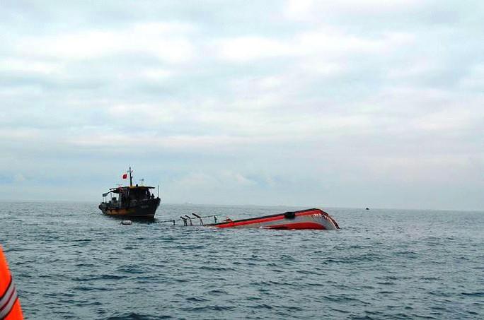 Đâm chìm tàu cá khiến 15 ngư dân suýt chết, tàu hàng bỏ chạy - Ảnh 1.