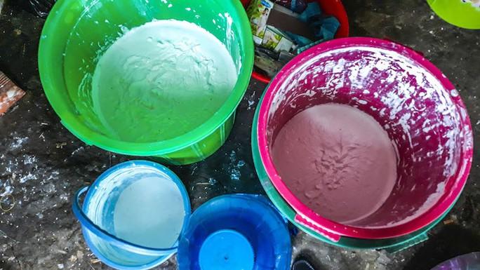 Ớn lạnh với lò sản xuất mỹ phẩm đểu ở Vĩnh Long - Ảnh 1.