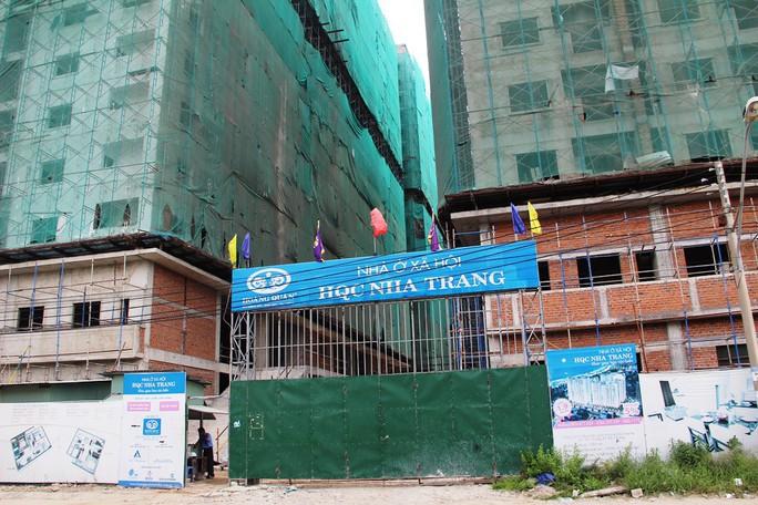 Khách hàng vây dự án nhà ở xã hội Hoàng Quân - Nha Trang vì trễ hẹn - Ảnh 3.