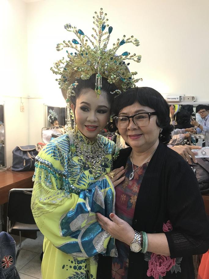 Noo Phước Thịnh mê đắm Câu thơ yên ngựa trên sân khấu Mai Vàng - Ảnh 2.
