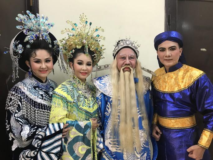 Noo Phước Thịnh mê đắm Câu thơ yên ngựa trên sân khấu Mai Vàng - Ảnh 4.