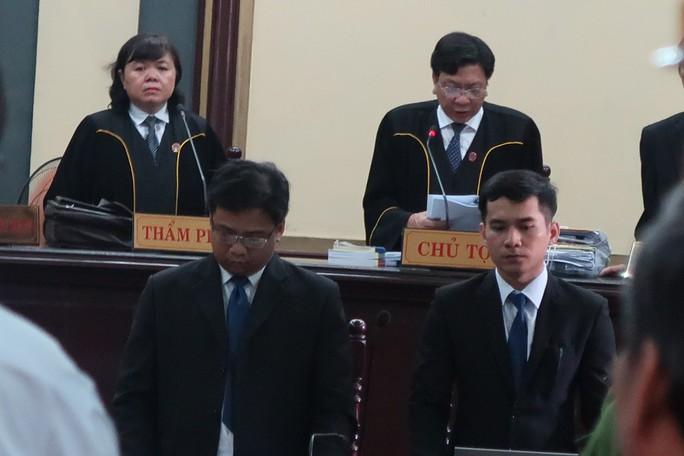 Tòa xử đại án Trầm Bê: Trầm Bê vui vẻ, Phạm Công Danh than mệt - Ảnh 2.