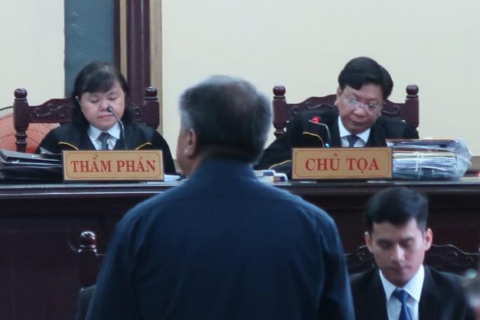 Tòa xử đại án Trầm Bê: Trầm Bê vui vẻ, Phạm Công Danh than mệt - Ảnh 3.