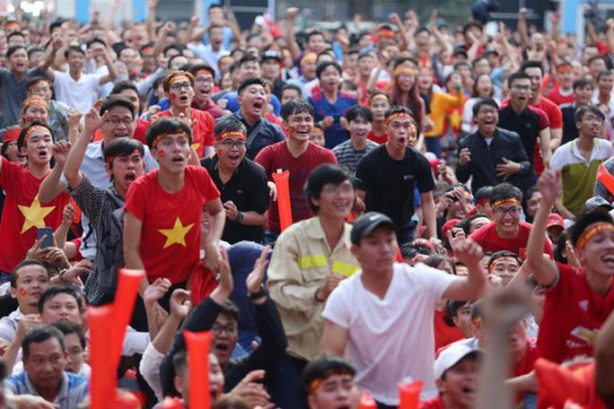 Muôn vạn cảm xúc trước chiến thắng của U23 Việt Nam - Ảnh 9.