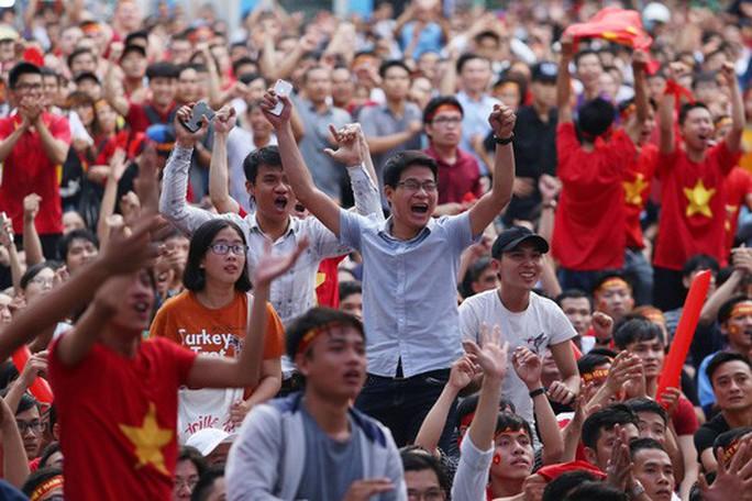 Muôn vạn cảm xúc trước chiến thắng của U23 Việt Nam - Ảnh 8.
