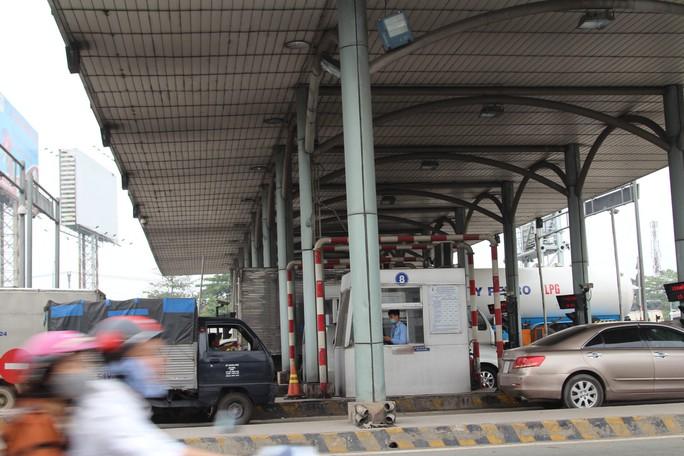 Cảnh loạn xà ngầu ở BOT cầu Đồng Nai - Ảnh 1.
