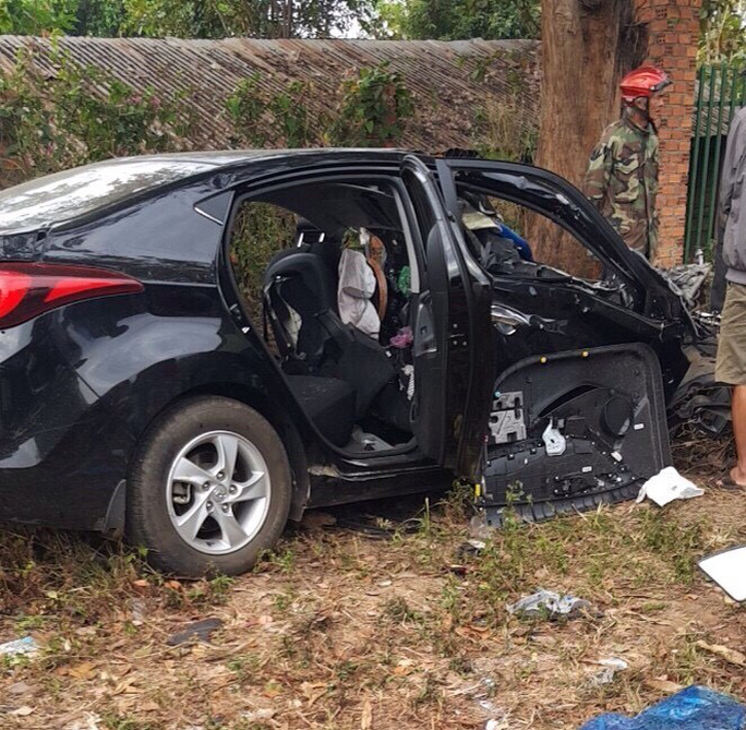 Tai nạn thảm khốc ở Đắk Lắk: Xế hộp lấn làn tông trực diện xe tải - Ảnh 1.