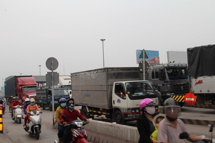 Cảnh loạn xà ngầu ở BOT cầu Đồng Nai - Ảnh 2.
