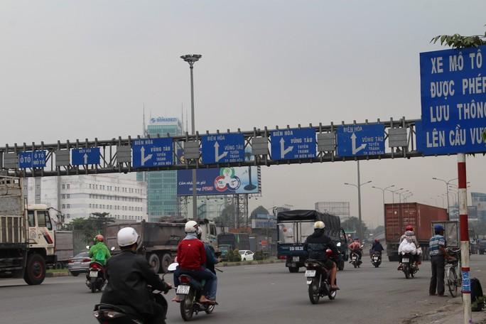 Cảnh loạn xà ngầu ở BOT cầu Đồng Nai - Ảnh 5.