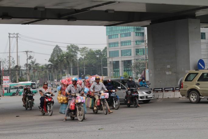 Cảnh loạn xà ngầu ở BOT cầu Đồng Nai - Ảnh 4.