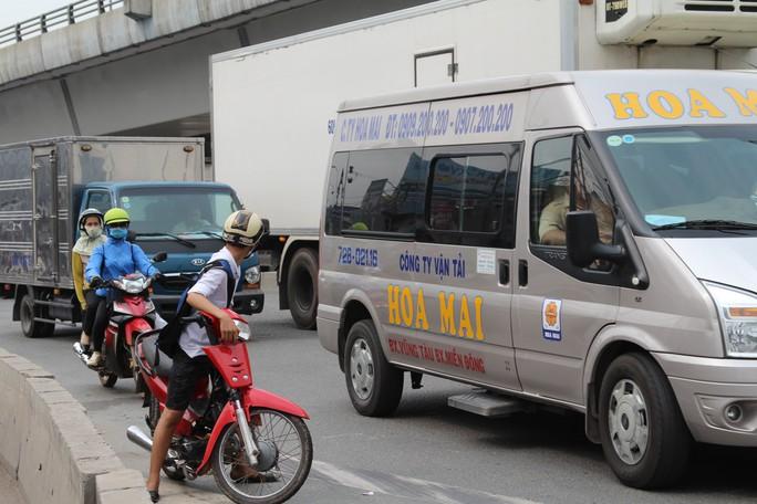 Cảnh loạn xà ngầu ở BOT cầu Đồng Nai - Ảnh 3.