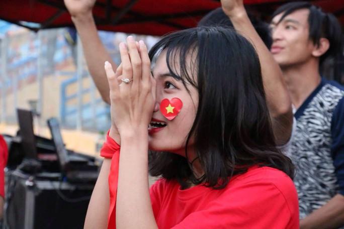 Muôn vạn cảm xúc trước chiến thắng của U23 Việt Nam - Ảnh 28.