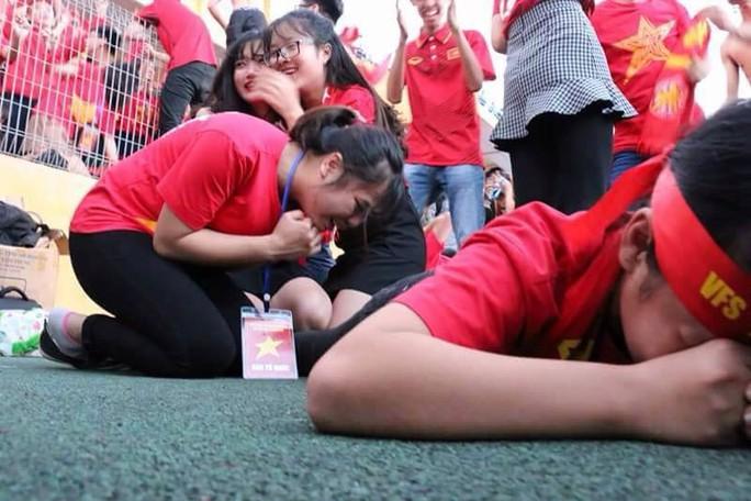 Muôn vạn cảm xúc trước chiến thắng của U23 Việt Nam - Ảnh 29.
