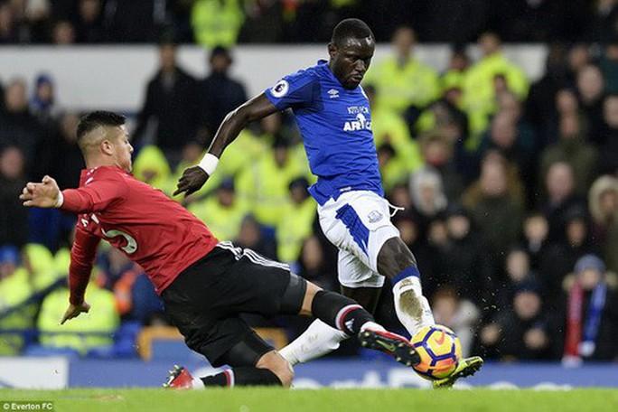Man United trở lại ngôi nhì, Mourinho đá xoáy Scholes - Ảnh 4.