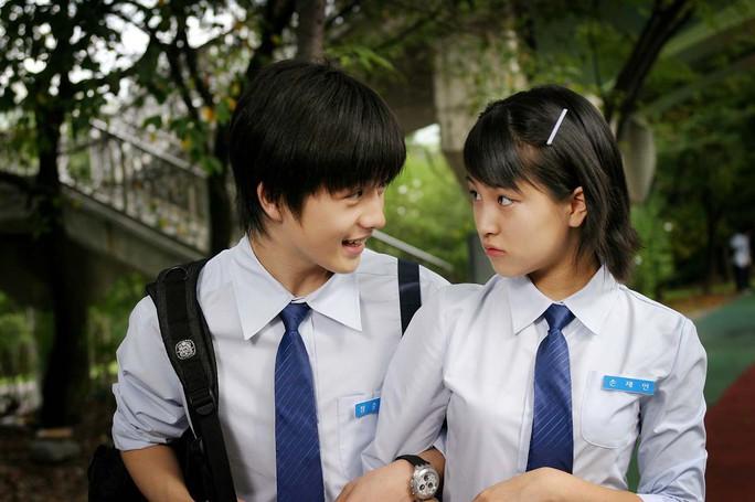 Hàn Quốc sẽ cho học sinh cấp 2, 3 rút bao cao su tự động - Ảnh 1.