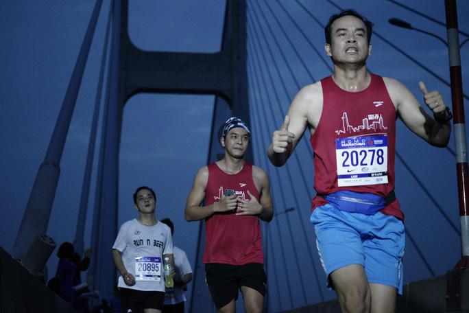 Choáng ngợp với 8.000 VĐV ở Giải Marathon TP HCM 2018 - Ảnh 9.