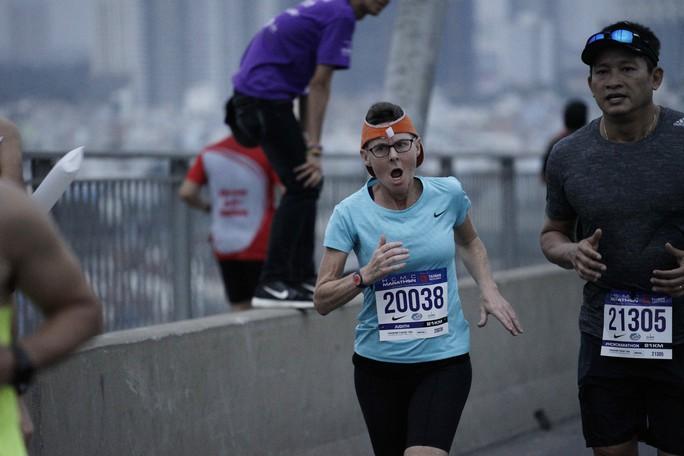 Choáng ngợp với 8.000 VĐV ở Giải Marathon TP HCM 2018 - Ảnh 11.