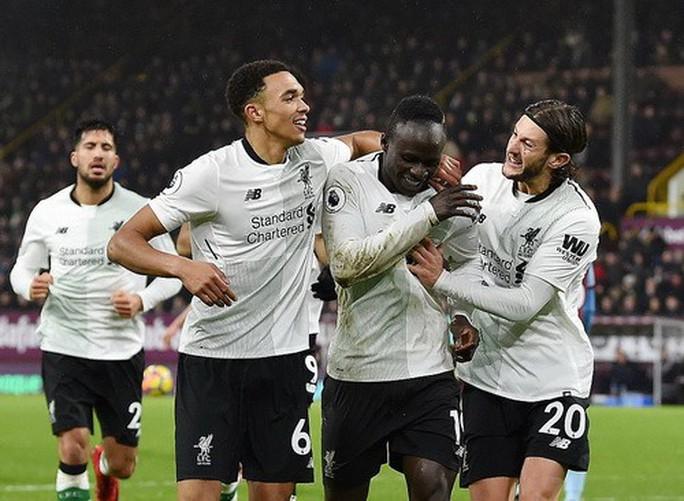 Man United trở lại ngôi nhì, Mourinho đá xoáy Scholes - Ảnh 8.
