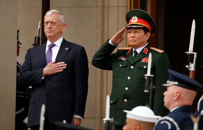 Bộ trưởng Quốc phòng Nga, Mỹ liên tiếp thăm Việt Nam - Ảnh 2.