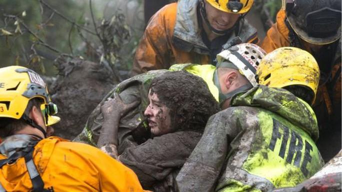 Móc bùn khỏi miệng, cứu bé gái thoát chết trong sạt lở California - Ảnh 3.
