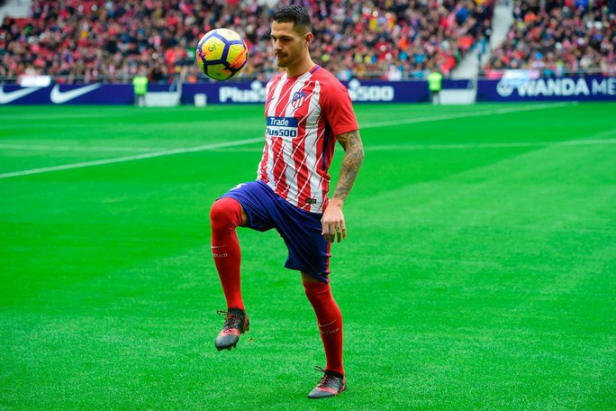 Atletico Madrid ra mắt cùng lúc 2 ngôi sao tấn công - Ảnh 6.