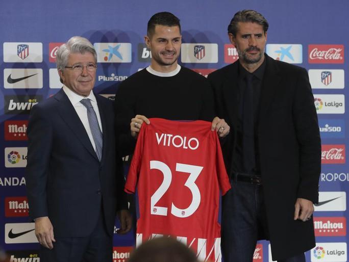 Atletico Madrid ra mắt cùng lúc 2 ngôi sao tấn công - Ảnh 5.