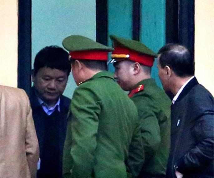 An ninh thắt chặt tại tòa xử ông Đinh La Thăng và đồng phạm - Ảnh 8.